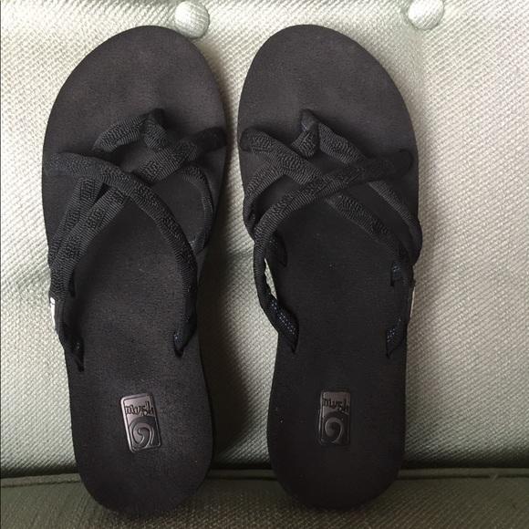 edc68acf850e34 Black Teva Olowahu Flip Flop size 8. M 5bf061dc04e33d9a91e1aa1d